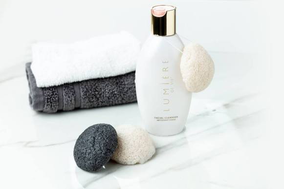 Motives Konjac Facial Sponge Set Lumiere Cleanser