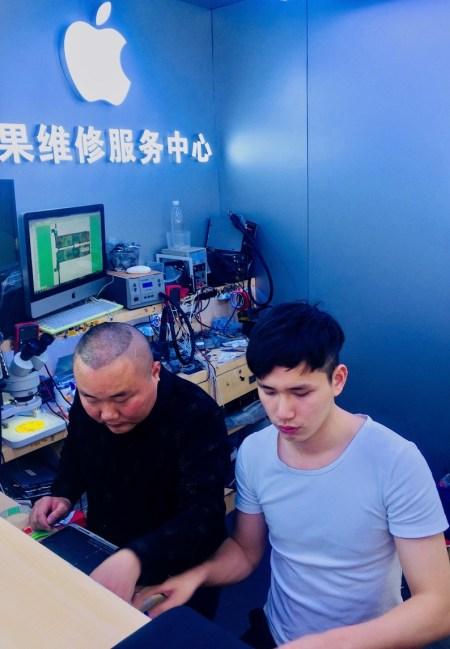 Apple reseller Huaqiangbei Electronics District Shenzhen.