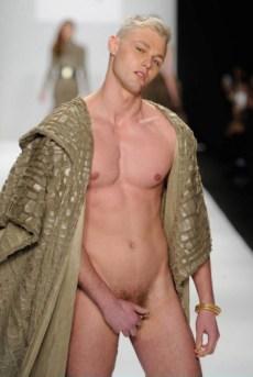 Mannenmode 2015: laat je piemol zien. | mannenmode-penis-new-york-1