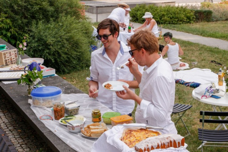 Weisse-Dinner-in-Grunau-photo-by-Michél-B-7-of-29.jpg?fit=750%2C500&ssl=1