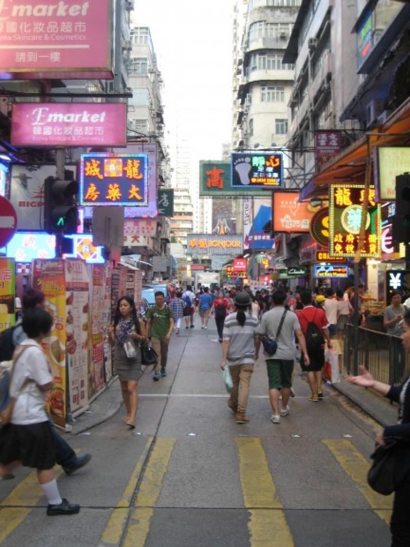 Food-hunting in Hong Kong. (Photo: Ana Ribeiro)