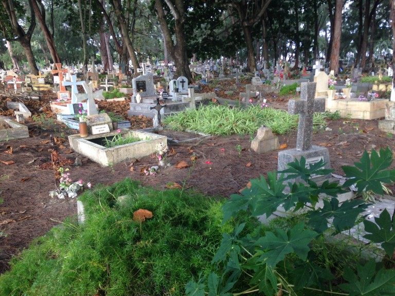 Cemetery in the Trou D'Eau Douce, Mauritius, area. (Photo: Ana Ribeiro)