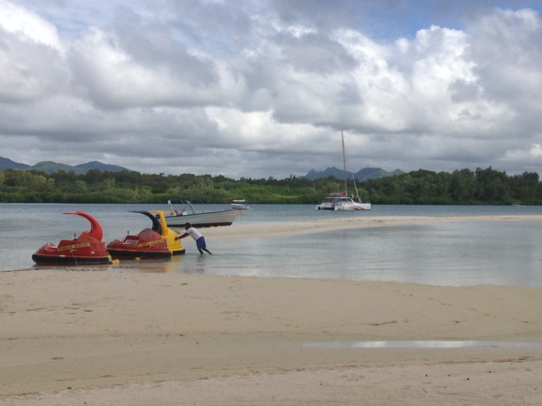 Mauritius also has lots of options for tourists who want to do water sports, like on Île aux Cerfs, and a lot of money can be spent in the end. (Photo: Ana Ribeiro)