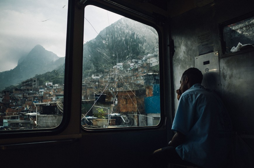 A man working in the favela. (Photo: Kay Fochtmann)