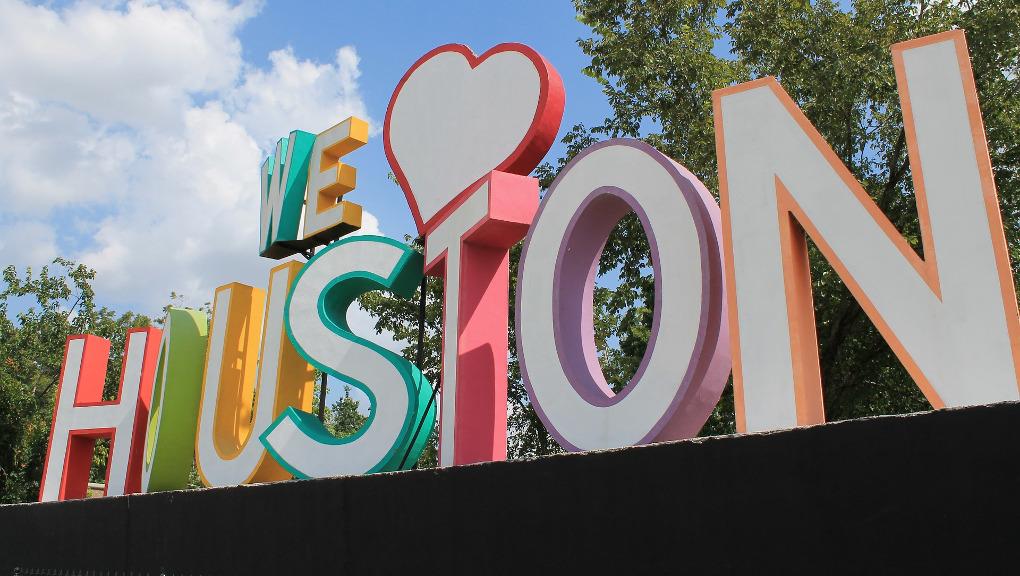 """We """"heart"""" Houston sculpture. (Photo: public domain)"""