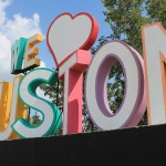 "We ""heart"" Houston sculpture. (Photo: public domain)"