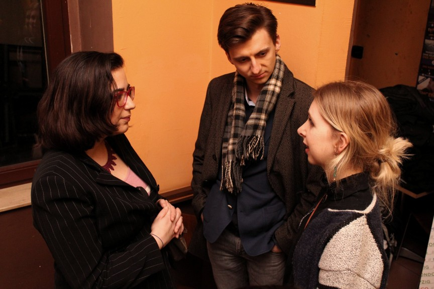 Talking and listening at the Digital Yuppies event at Lucca Bar, Leipzig, 22.03.18. Photo: Sarah Alai