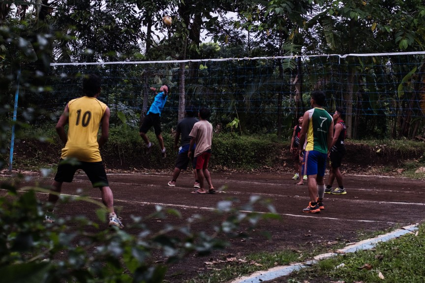 A game of volleyball in Java, Indonesia. (Photo © Sebastian Jacobitz)