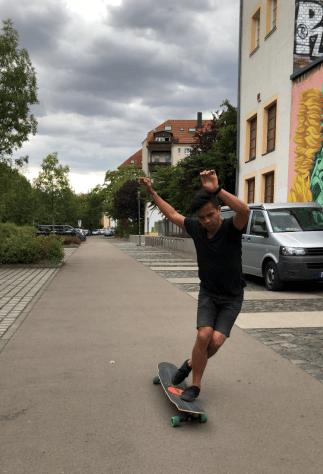 Shawn Segundo skating along the Leipzig streets.