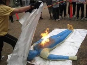 Miten sammutetaan henkilön palavia vaatteita...