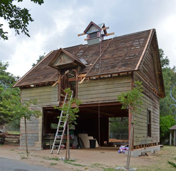 Reconstruction of the barn in full swing