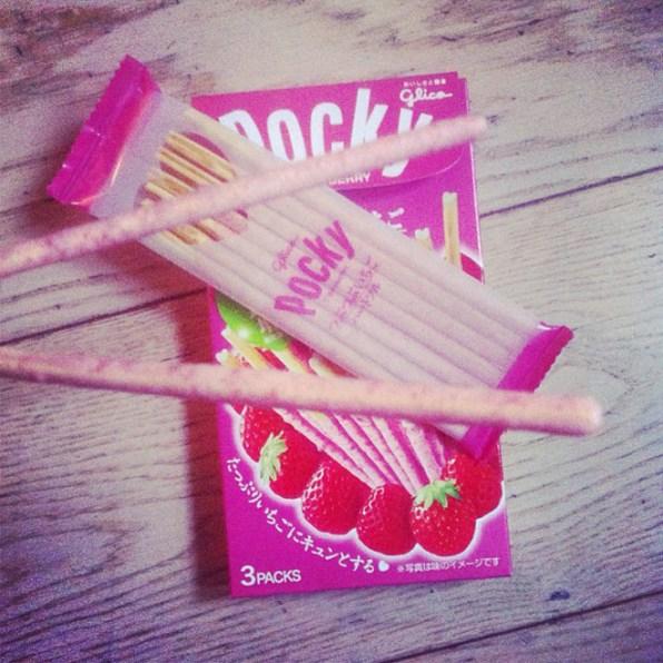 Le pocky (mikado) à la fraise http://blog.cometeshop.com/japan-time-sur-cometeshop/