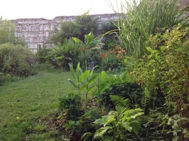 Bouddha parmi les fleurs le jardin d'épices Laurent Lafaille
