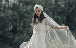 5 bridal necklines and how to style them