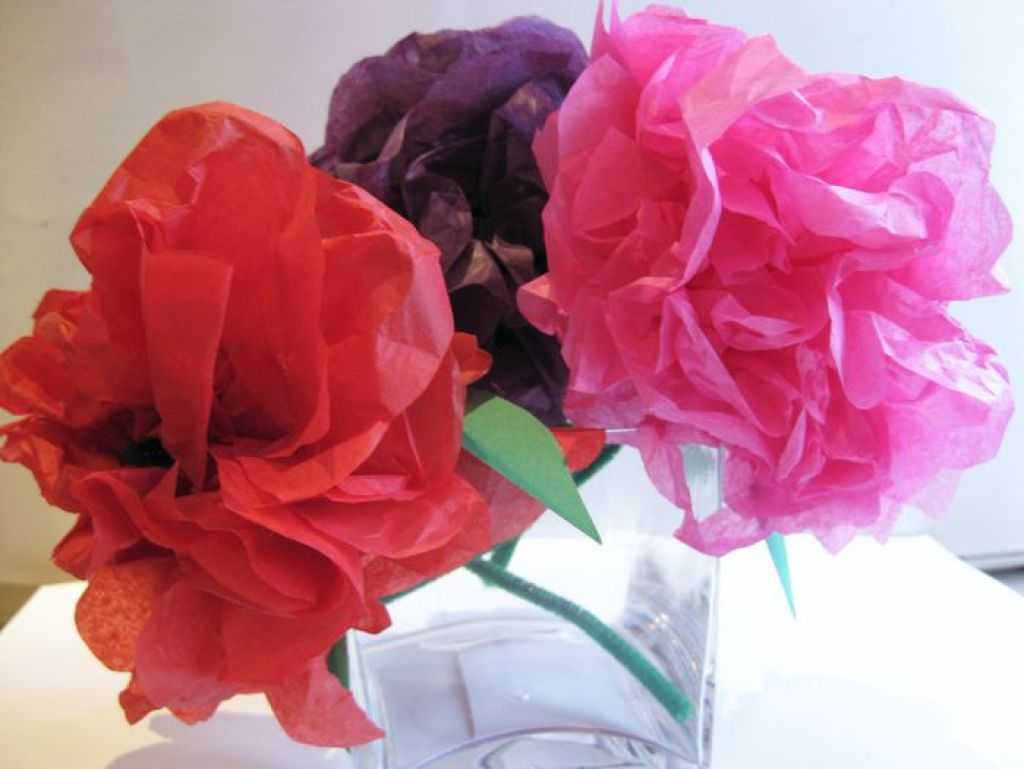 Repurpose tissue paper into tissue paper flowers