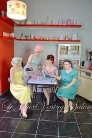 vintage-1950s-1960s-1940s-set-hire-venue-location-filming-kitchen-retro-bar-salon-le-keux