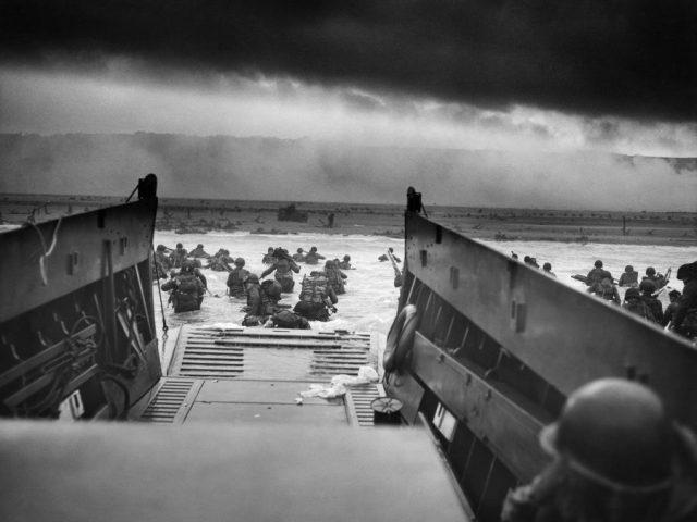 Sur ce site on peut télécharger 4300 photos ( haute résolution) du débarquement de Normandie.
