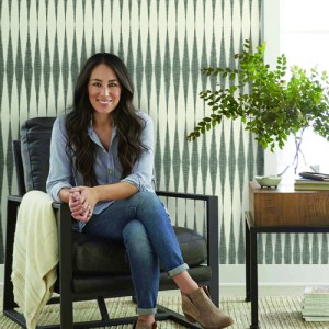 ME1540 York Wallcoverings Joanna Gaines Magnolia Home 2 Hand Loom Wallpaper Room Setting