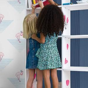 DA61702 Seabrook Wallcovering Day Dreamers Flamingo Triangle Wallpaper Blue Room Setting