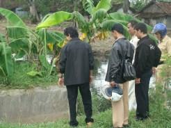 Bersama wartawan dan BLH Kab Pekalongan mendokumentasi pencemarang sungai