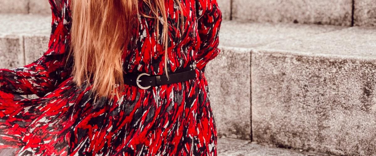 Petite robe rouge à fleurs par Le Temps des Cerises
