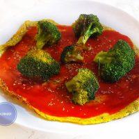 Pizza con base di pollo e zucchine