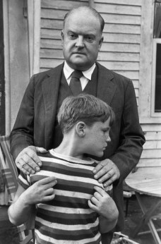USA. Massachusetts. 1947. Edmund WILSON, et son fils. Henri Cartier Bresson.