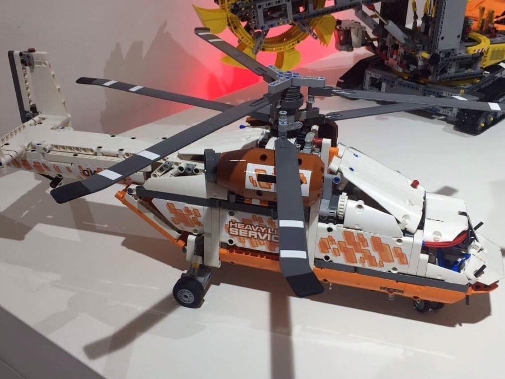 LEGO Hélicoptère - 1042 pièces !!!! - Référence : 42052 (environ 130 €)