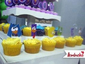 Cupcakes personalizados com personagens no nome do aniversáriante