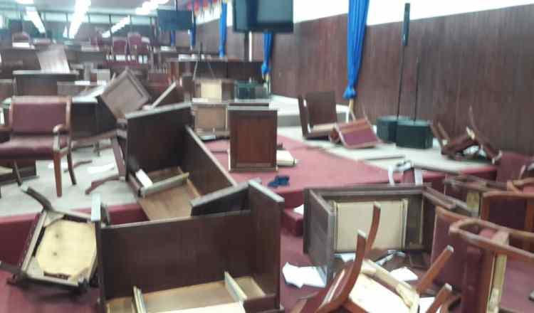 Après son suicide, les funérailles de ce Parlement sont enfin chantées ! 1