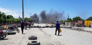 Haïti-Énergie: Des personnes en quête d'essence ont érigé des pneus enflammés entre Bon Repos et la route nationale # 3 1