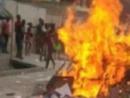 Haïti-Protestation : Des manifestants de la ville de Saint-Marc ont saccagé les bureaux du Député Samuel d'Haïti 1