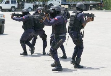 """Haïti/Opération policière : Le terrible chef de gang """"400 Mawozo"""",  """"Lanmò 100 Jou"""",  arrêté 2"""