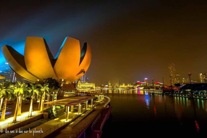 un-sac-à-dos-sur-la-planète-singapour