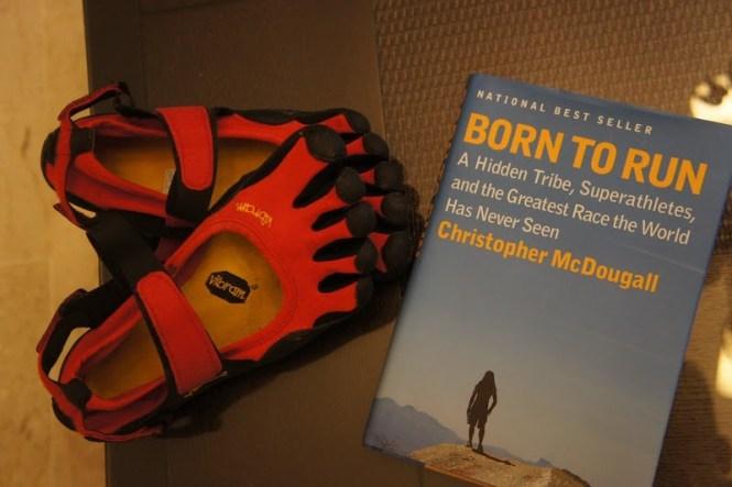 Livre Born to Run, né pour courir et les chaussures Vibram Fivefingers