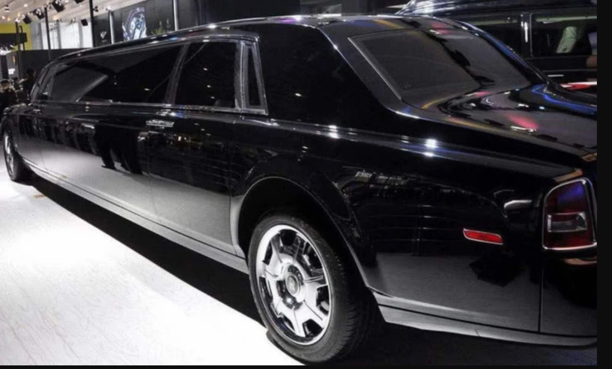 Why is Rolls-Royce so Expensive? Expert Says When you cut the Car Tires, you will understand!