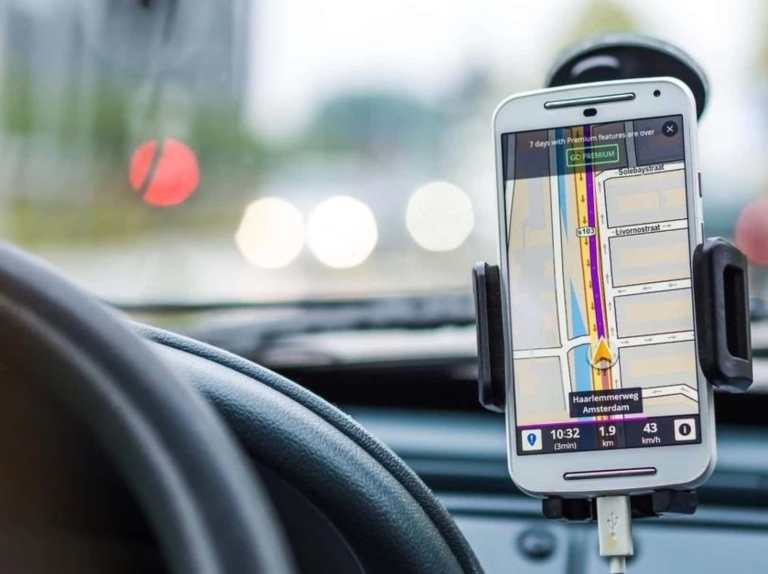 Using phone's navigation with a phone holder