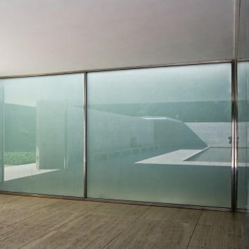 Le pavillon de barcelone le monde dans un grain de sable for Paroi translucide