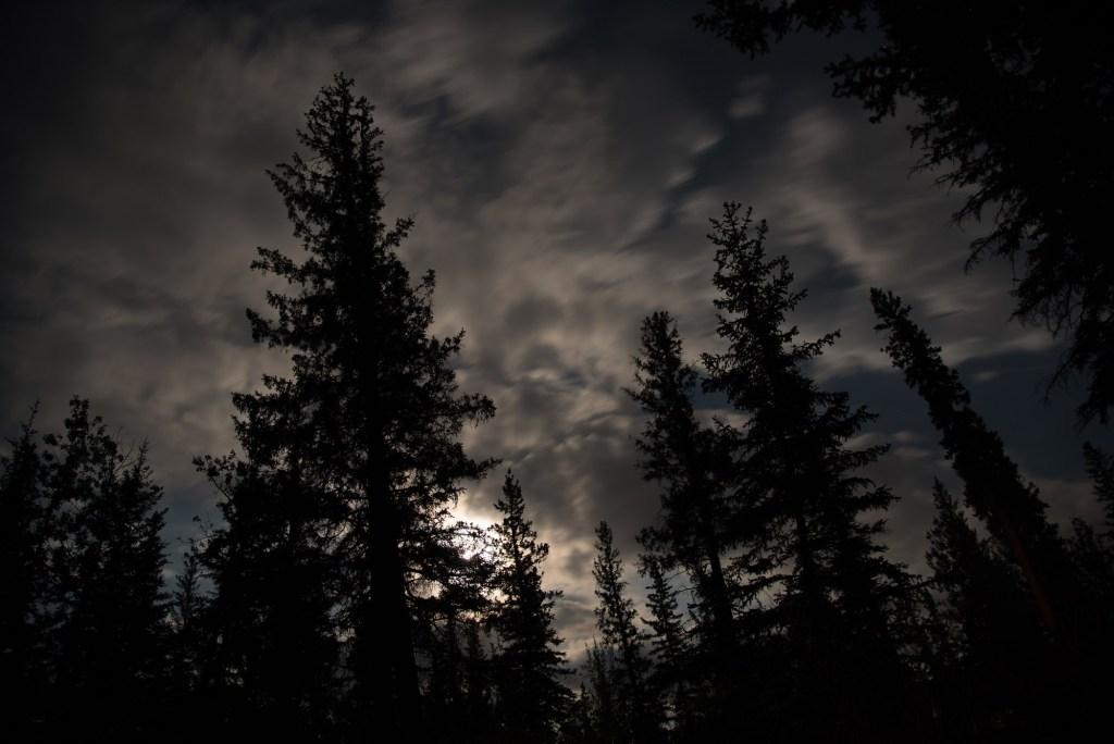 Les Rocheuses la nuit