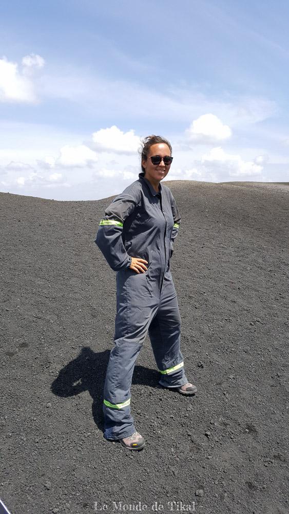 nicaragua cerro negro volcan volcano ashes cendres dana costume suit