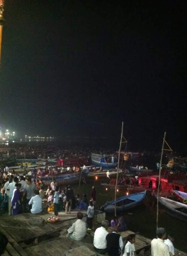 Bord du Gange pendant les célébrations de Diwali