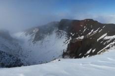Au sommet du cratère rouge, nous n'irons pas plus loin à cause de la glace et du vent trop fort