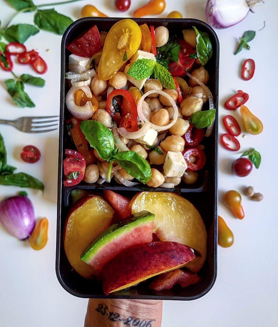 insalata di ceci, feta e pomodorini