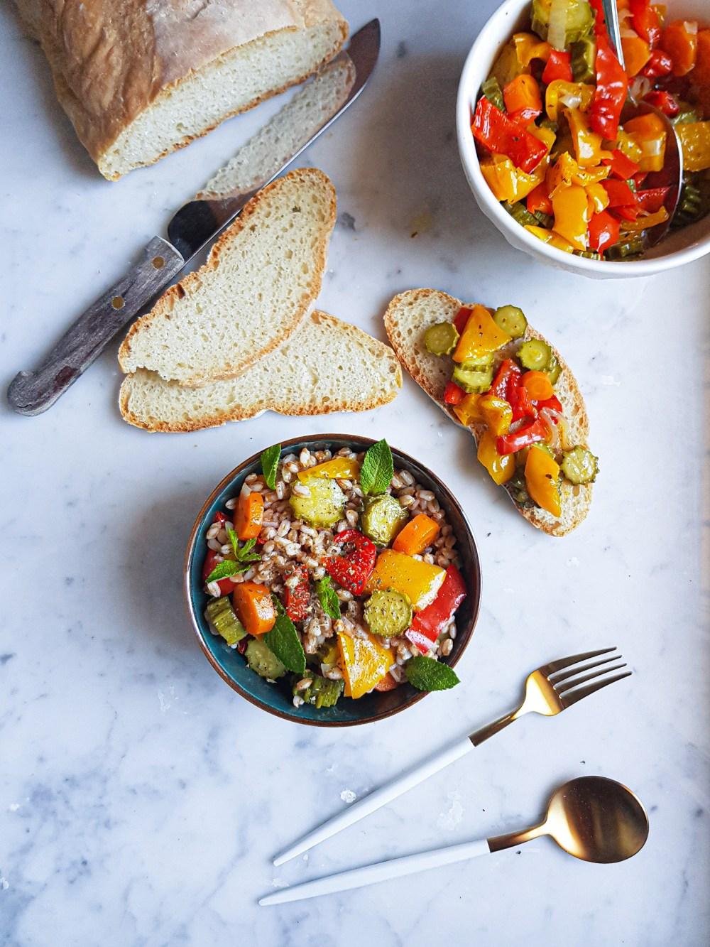 insalata di farro con caponata di verdure
