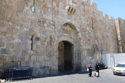 P1100925 lions gate