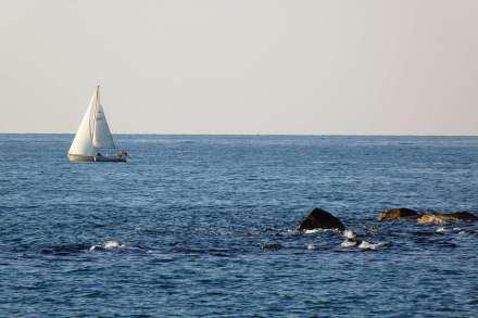 P1140212 pesaro yacht rocks web
