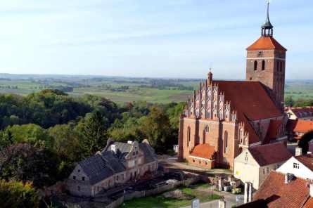 P1150600 reszel church view web