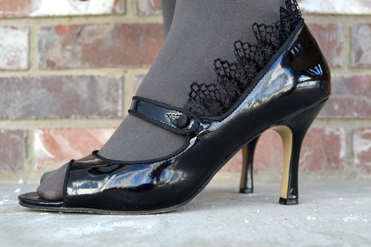 Removable Lace Ruffles:  Shoe Refashion Tutorial