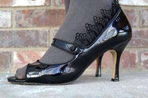 Removable Lace Ruffles:  Shoe Refashion Tutorial