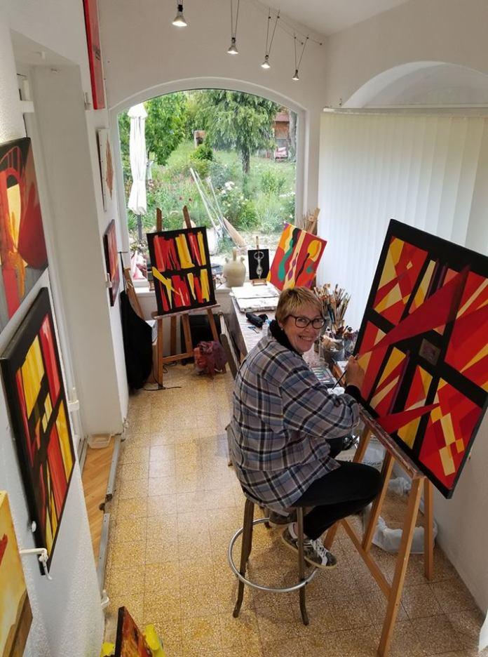 Sylvie Vinceneux, dans son atelier à Saint Cyr sur Mer